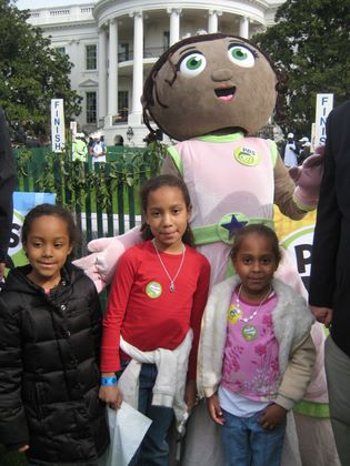 http://www.chocolatecityweb.com/BlogPics/April2009/Easter/whitehouse021.JPG