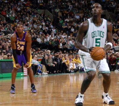 http://www.chocolatecityweb.com/BlogPics/June2008/Celtics/kg-kobe.jpg
