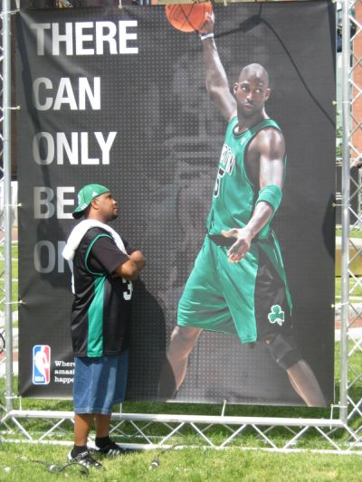 http://www.chocolatecityweb.com/BlogPics/June2008/Celtics2/NBAFinals008.jpg