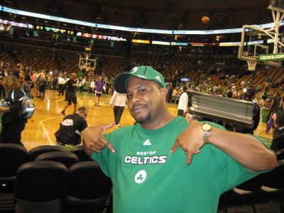 http://www.chocolatecityweb.com/BlogPics/June2008/Celtics2/NBAFinals015.jpg