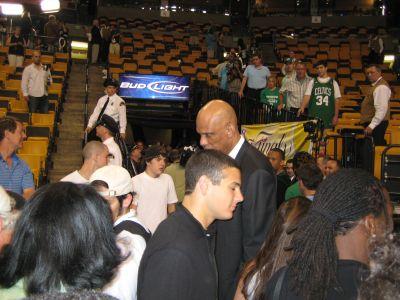http://www.chocolatecityweb.com/BlogPics/June2008/Celtics2/kareem.jpg