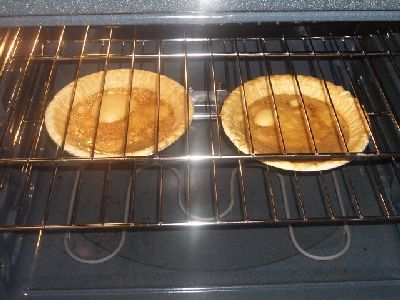 http://www.chocolatecityweb.com/sweetpotatopie/crusts-oven.jpg